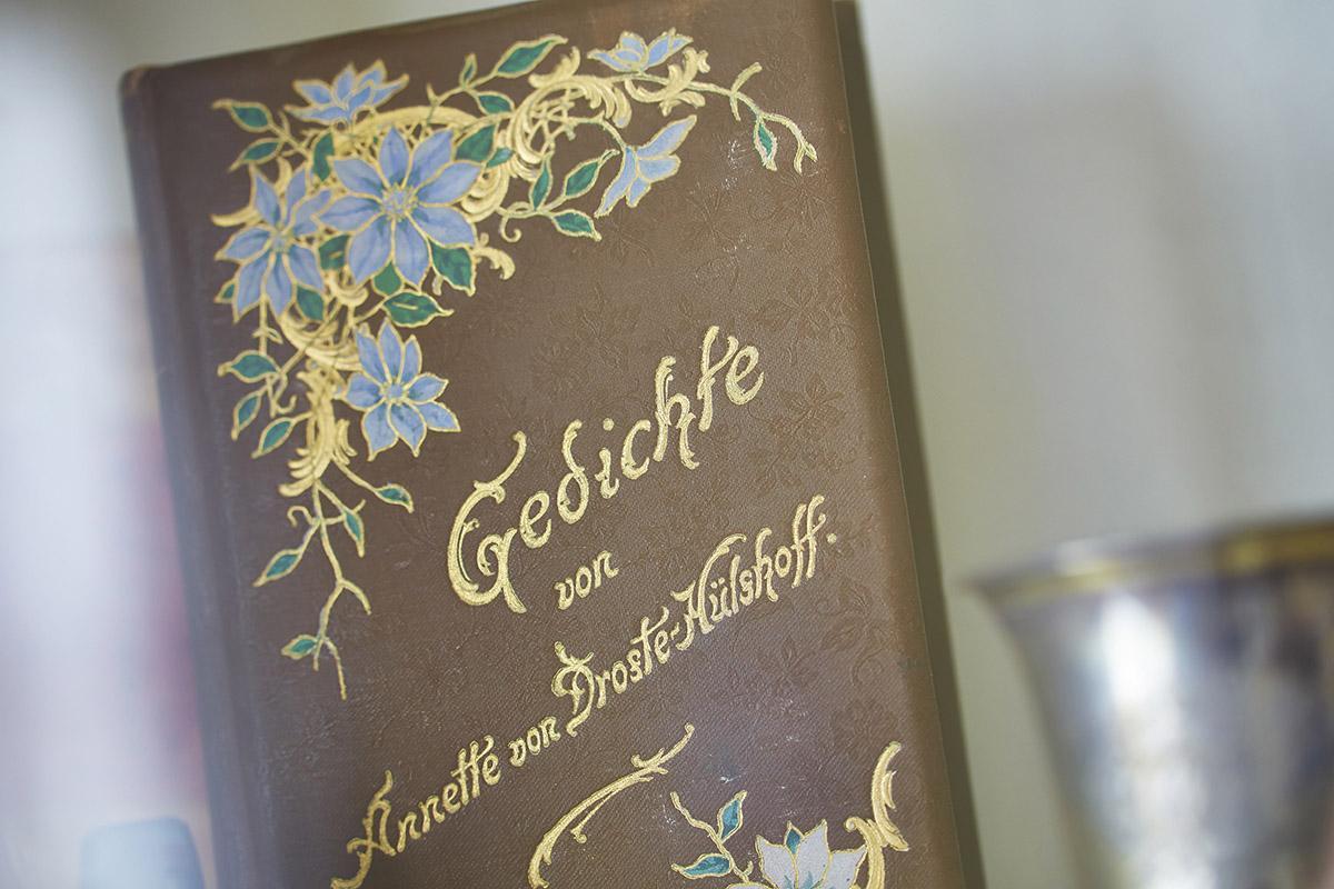 Ornate volume of poetry by Annette von Droste-Hülshoff in the Meersburg Prince's Little House. Image: Staatliche Schlösser und Gärten Baden-Württemberg, Markus Schwerer