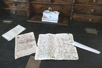 Fürstenhäusle Meersburg, Schreibuntensilien und Briefe Annette von Droste-Hülshoffs