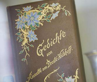 Fürstenhäusle Meersburg, verzierter Gedichtband mit Werken von Annette von Droste-Hülshoff